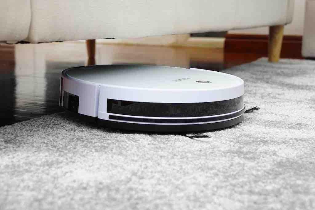 掃地機器人-沙發下